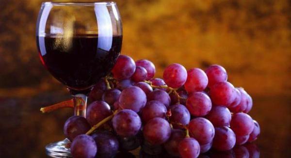 النبيذ من ليديا يحتوي على العديد من العناصر الغذائية